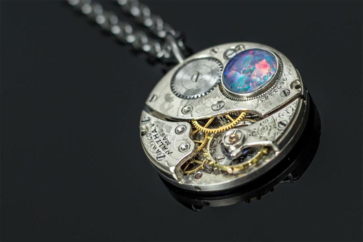 Halskette---Uhriginell