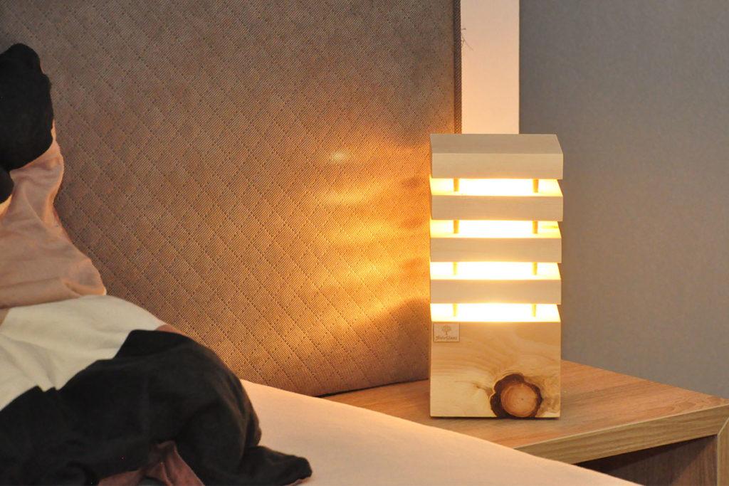 Zirben-Nachttischlampe-5